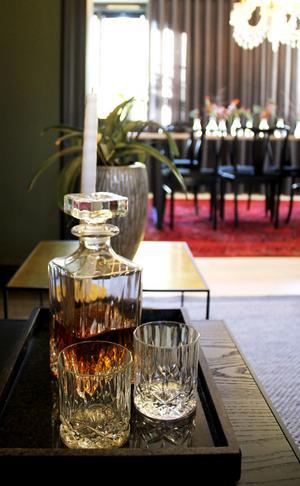 När Julia bodde i Australien jobbade hon som chef på en whiskybar.