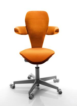 """Kontorsstolen """"Lei"""" är designad av Monica Förster enkom för kvinnor."""
