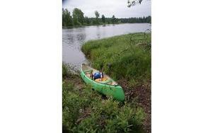 Nu kan man paddla från Näs till Tyttbo torrskodd, genom  att kunna dra förbi kanoten de sista forsarna i Dalarna.FOTO: KERSTIN ERIKSSON