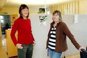 trivs. Arbetsterapeut Cecilia Stiernstedt (till vänster) säger att personalen på Kommunrehab är bra på att stödja varandra. På bilden också hennes kollega, rehabassistent Monica Elmesiöö.