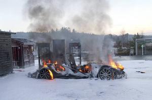 Nyligen brann en Tesla vid en superchargerstation i Oslo. Händelseförloppet påminner om branden i Ljungaverk. Brandförloppet gick mycket snabbt även den gången.