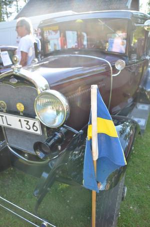 Flaggan i topp för äldre bilar.