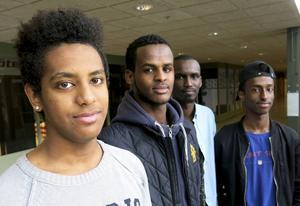 Fyra av fem i Homework Assistance UF som erbjuder gratis läxhjälp i Andersberg: Meron Abraha, Zakaria Mohamed, Eyman Abukar och Qadar Rooble...
