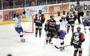 3–0. Leksand jublar efter Johan Hägglunds 3–0-mål.