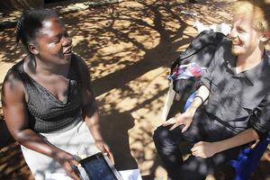 Under tre månader åkte Marcus runt i Uganda och Zambia för att lära coacher dels hur en smartphone fungerar, dels hur appen kan användas i utbildningssyfte.