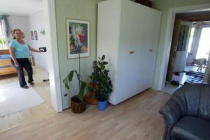 Mellan sovrummet och hallen finns inga dörrar. Ändå vaknade inte Jan-Åke Fagerberg och Kajsa Björs när tjuvarna bröt sig in.