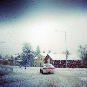Bilden är tagen vid korsningen vid kyrkan i Ljusdal.