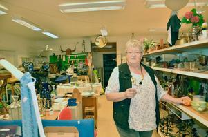 Ann-Marie Nilsson förestår affären Återbruket i Gropen.