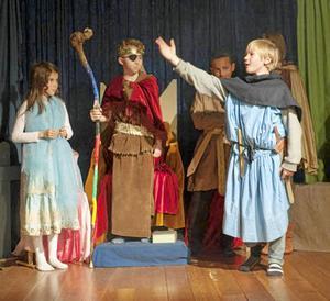 Förutom att eleverna genom teaterns form lär sig vår nordiska historia tränar man också upp sin egen förmåga till socialt samspel.