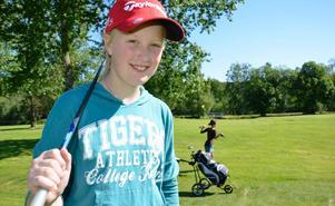 Det är kul med golfläger. Det tycker Agnes Larsson och kompisen Ronja Martinsson.