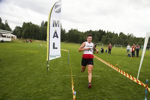 – Jag stack redan i början, jag gav allt och målet var att vinna, säger Therese Westfält som vann damernas fem kilometers klass.