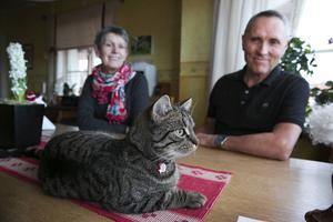 Christina Eriksson och Owe Hållmarker kommer eventuellt spendera pengarna på mer spårningsutrustning till Gösta.