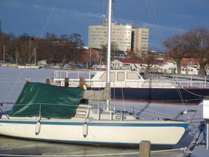 Jag kunde inte låta bli att ta bilden nere vid hamnen i januari. Tyckte det såg litet komiskt ut.