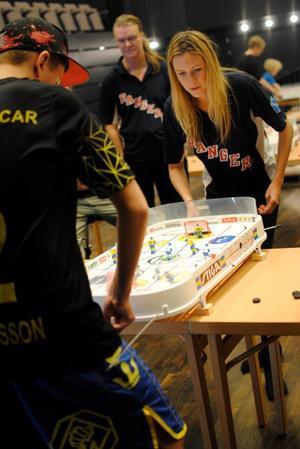 Bordshockey-SM i Stockholm ledde till tredje raka SM-guldet i damklassen för Caroline Eriksson.