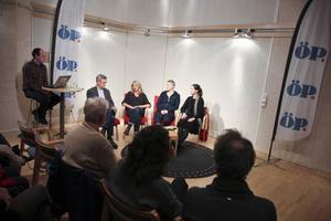 Direktsänd tv, livechatt och frågor från publiken inramade samtalet med Helena von Zweigbergk