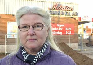 Eva Hedvall - missnöjd kund i Leksand som uppmanar alla att titta på sina kvitton innan de lämnar affären.
