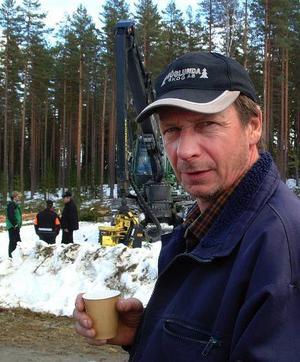 Christer Backlund, Höglunda Skog AB, beställde sin spritt nya, fyra miljoner kronor dyra skördare i juni  i fjol och fick den levererad just som konjunkturen sjönk som en sten.