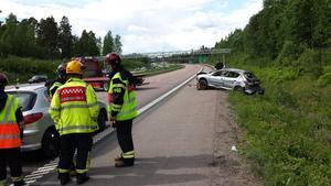 Föraren av bilen skadades i dikeskörningen och misstänks dessutom för försök till grov misshandel.