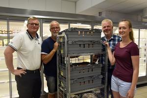 Dan Nordin, Ulf Lundgren, Sven Gidlund och Rebecka Berglund är glada för att affären äntligen kan öppnas i Långviksmon.
