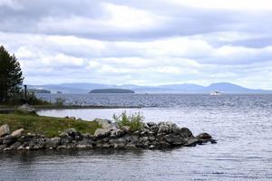 Sätt stopp för klimatfientliga projekt i landet - så också vid Siljan, tycker debattörerna.
