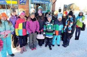 Mot Gävle. Ett laddat gäng femteklassare från Granbergsskolan på väg till Vi i femman-kvartsfinal.