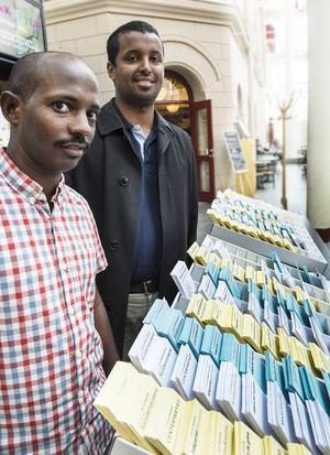 Raage Haji och Abdul Osman hoppas att många ska komma på valförfesten på lördag.