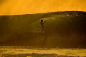 """""""The Drifter"""" är en av filmerna inom surfsporten. Den handlar om Rob Machado som flyr från den kommersiella surfvärlden för att bli en soul surfer bland Indonesiens vågor.    Foto: Dustin Humphrey/Reel Sessions"""