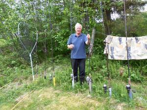 Det gäller att vara väl förbered för två månaders fiske. Bert Sjödin visar stolt upp sin fiskeutrustning.