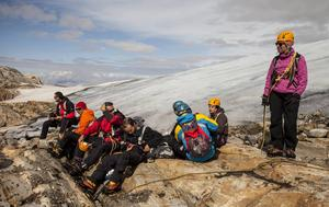 Lunchrast på glaciären.   Foto: Johan Öberg