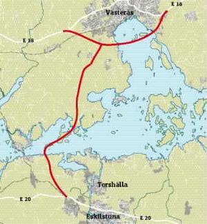 Ny dragning. En lösning är att leda genomfartstrafiken vid sidan om och förbi tätorten, bland annat med en bro över Västeråsfjärden, skriver debattörerna.grafik: daniel guerra
