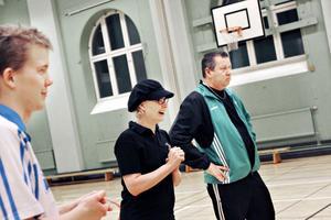Mia Lindgren och Göran Djusberg har tränat Gränssprängarna i tio år och följt många spelare från barnstadiet. Erik Skalberg (till vänster) är en av spelarna.