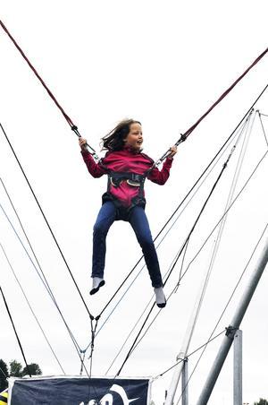 Åttaåriga Linnea Handmark från Haga, Brunflo, testade trampolinen under söndagen på Expo Norr.