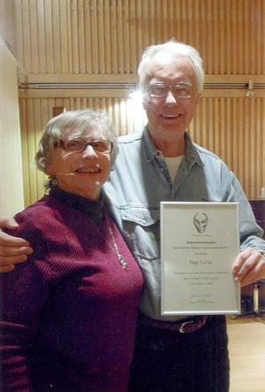 Tage Levin mottog hedersomnämnandet till Aksel Lindströms minne av Kerstin Ellert.