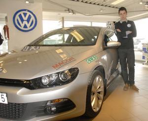 Rasmus Mårthen med, inte riktigt samma men närapå, bil som han ska ratta i Scirocco R-cup inför tiotusentals åskådare.