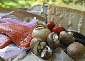 Umami - den femte smaken - finns naturligt i bland annat i långlagrad ost, fisk, svamp och tomater.   Foto: Dan Strandqvist