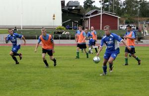 Full fart redan under den första matchen. Här spelar SJ Callcenter mot Real MKC från Fränsta.