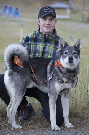 Torbjörn Hansson med sin hund Näsfjällets Bann.