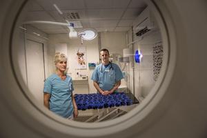 Cecilia Holmer är legitimerad djursjukskötare och klinikansvarig på Vettris i Falun. Hon och kollega Per Bransell som är legitimerad veterinär är överrens om att i många fall väntar djurägare lite för länge med att ta beslutet om avlivning för sitt husdjur.