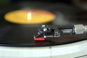 När åtta DJ:s som dominerade Gävles dansgolv på 80- och 90-talen gör comeback är nostalgifaktorn hög.