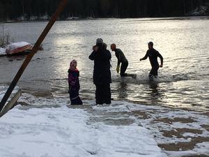 Efter första simturen var det dags för två varv till - först på slingan längs sjön, och sedan i vattnet.