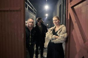 Ljussättaren Erik Nordlander, Kramfors, och Sophie Knapp, Hudiksvall, som ska göra scenografin till föreställningen i Iggesunds järnverk.
