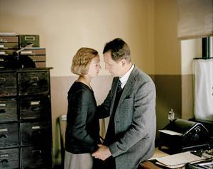 Relationen mellan tidningsredaktören Reinhold Blomberg (Henrik Rafaelsen) och den 18-åriga Astrid Lindgren (Alba August) var inte lika romantisk i verkligheten.