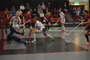 Det var tufft spel stundtals och Malmö fick flera utvisningar.