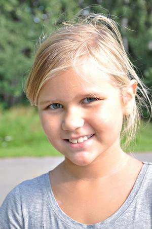 Hilma Pettersson, 8 år, klass 2:– Det ska bli roligt, jag gillar matte och svenska och så har jag längtat lite efter kompisarna.