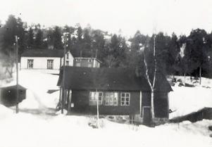 Bröderna Westmans verkstad, en vinter, troligen på 30-talet. Då var kvarnen med sitt stora trähjul i Hornån borta.