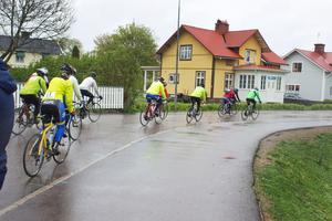 Så bar det av. Två av deltagarna körde korta sträckan på 35 kilometer, resten den långa på 110 kilometer.