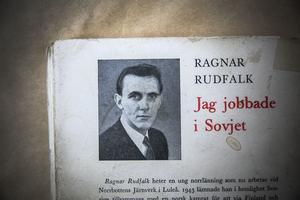 Boken som Ragnar Rudfalk skrev gavs ut på Tidens förlag och blev snabbt en raritet då nästan hela upplagan försvann. Detta skulle enligt en del bedömmare ha berott på att svenska staten inte ville stöta sig med Sovjet under efterkrigstiden och därför såg till att den inte kom till bokhandelsdiskarna. Detta är alltså bara en spekulation och inte alls vederlagt på något vis. Kanske var det bara så att den snabbt sålde slut.
