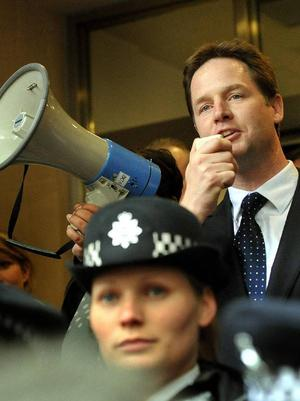 Liberaldemokraternas Nick Clegg talade till supportrar på lördagen.Foto: scanpix