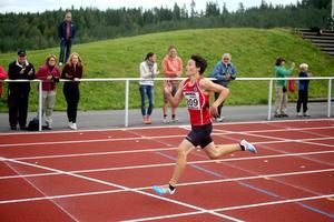 Oliwer Danielsson från ÖGIF sprang rejält fort på 200 meter i Waplanspelen. Hans notering 24.95 kan vara snabbaste tiden för P13 på distansen i Sverige i år.