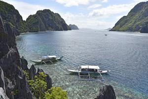 Sundet i Bacuit-bukten mellan Matinloc Island och Tapiutan Island är storslaget.   Foto: Anders Pihl